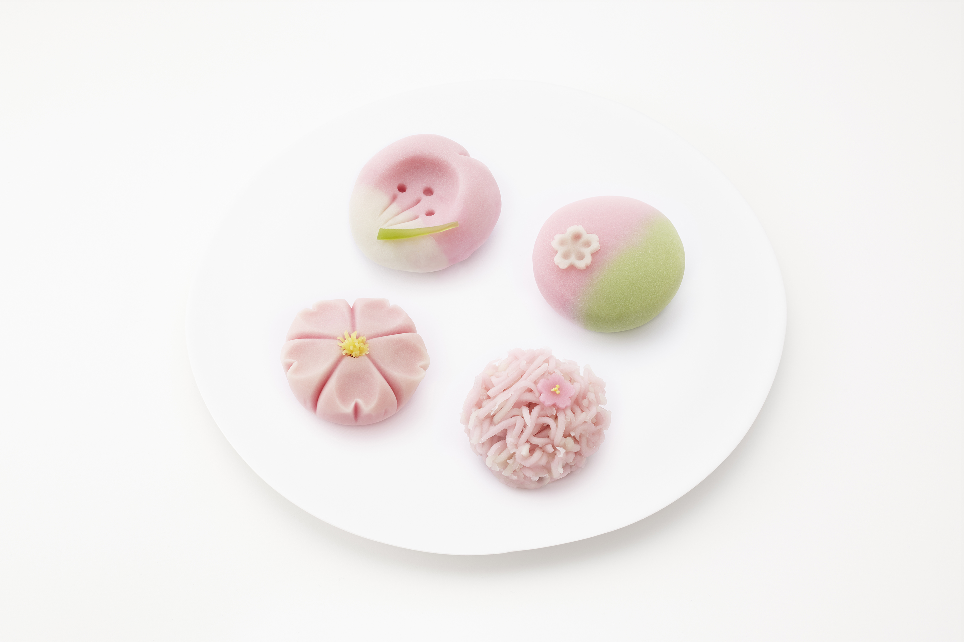 本日3月27日(木)より桜の上生菓子が店頭に並びました